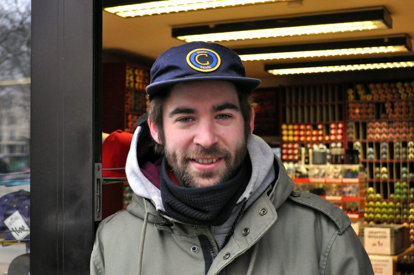 Mann mit Kappe