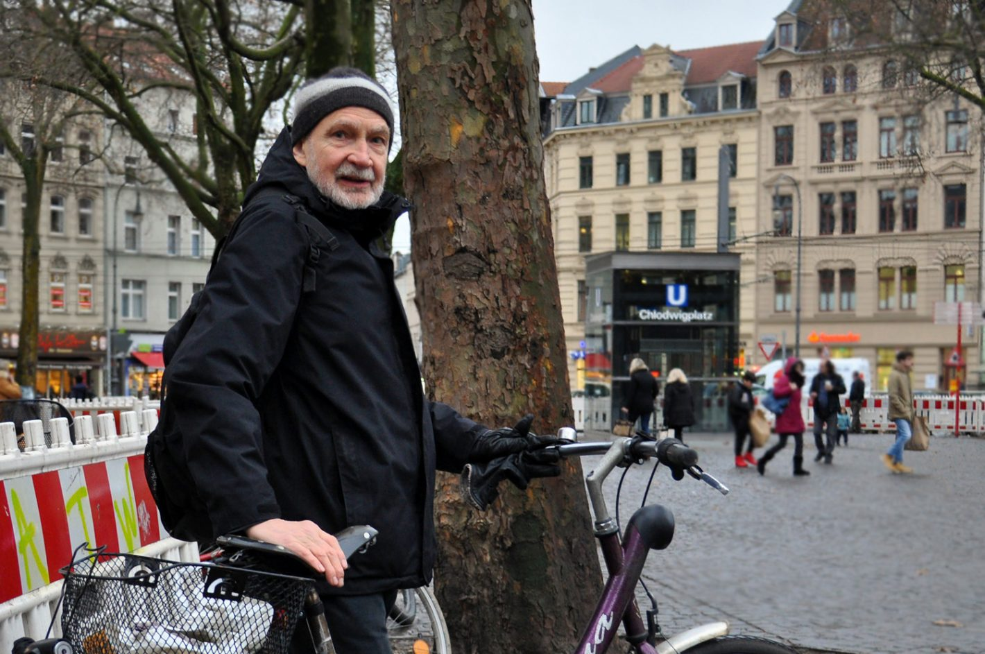 Mann mit Fahrrad am Chlodwigplatz